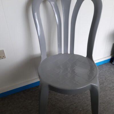 Plast stol grå